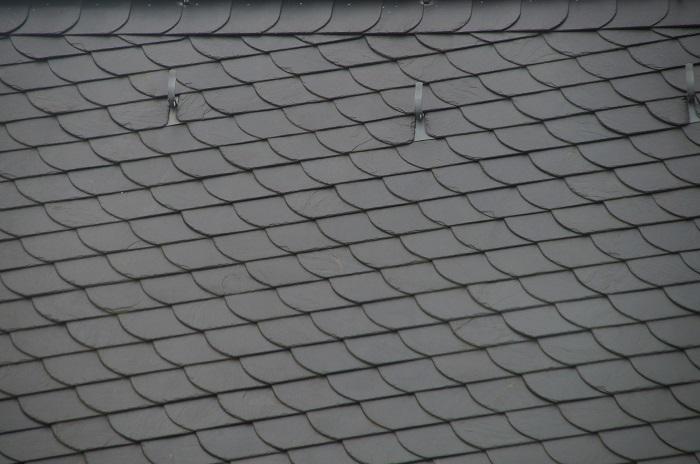 Strešná krytina v sivej farbe
